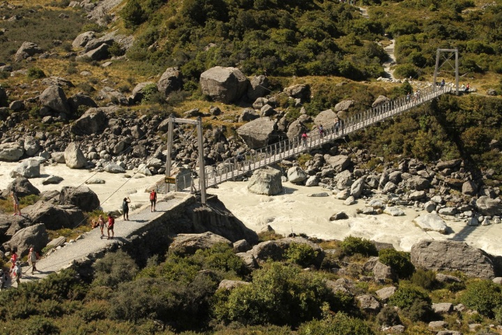 The new swing bridge on the Hooker Valley walk